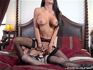 Jessica Jaymes and Allison Moore twat screwing with wire on