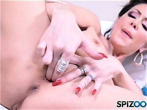 Jessica Jaymes fondles that magnificent snatch fuck-hole