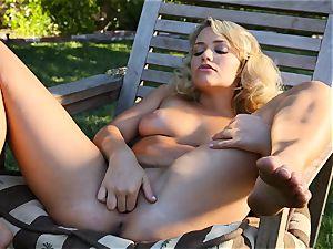 Mia Malkova showcases off her delicious chubby bootie