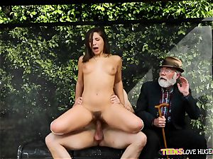 hilarious situation of slit inserted daughter and her grandfather witnesses at bus stop - Abella Danger and Bill Bailey