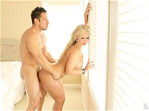 Meat licking mummy Phoenix Marie bids her man superb morning