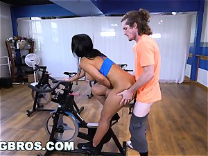 curvy Latina Rose Monroe nailed by Brick Danger