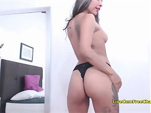 ample donk Spanish latin american Latina with tats gam Split getting off