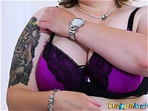 EuropeMaturE chesty lush Solo frolicking getting off
