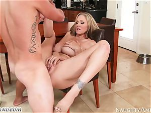 young stud pounds his girlfriend's kinky mommy