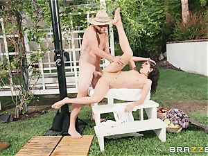Lexi Rose takes some rock-hard spear deep in her pussyhole outdoors