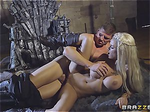 Daenerys Targaryen gets porked by Jon Snow on the metal Throne