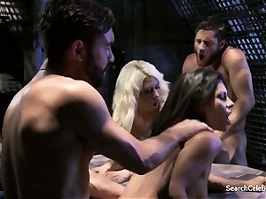 Jazy Berlin and Cassandra Cruz - fervor in Space