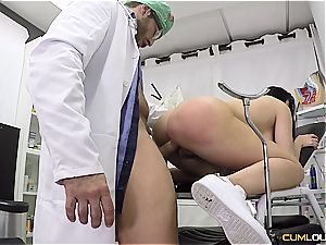crazy patient gets ravaged by the gynecologist