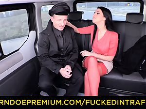 romped IN TRAFFIC - big-chested Russian boned on backseat