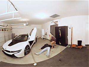 VR PORN-Hot milf drill The Car Theif