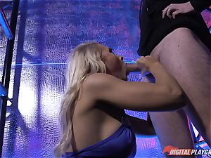 Stripper Alix Lynx blows off Ryan