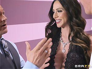 Ariella Ferrera has a torrid massage planned