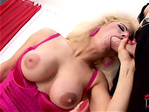 Victoria Rush catapults her mouth with stiff chisel
